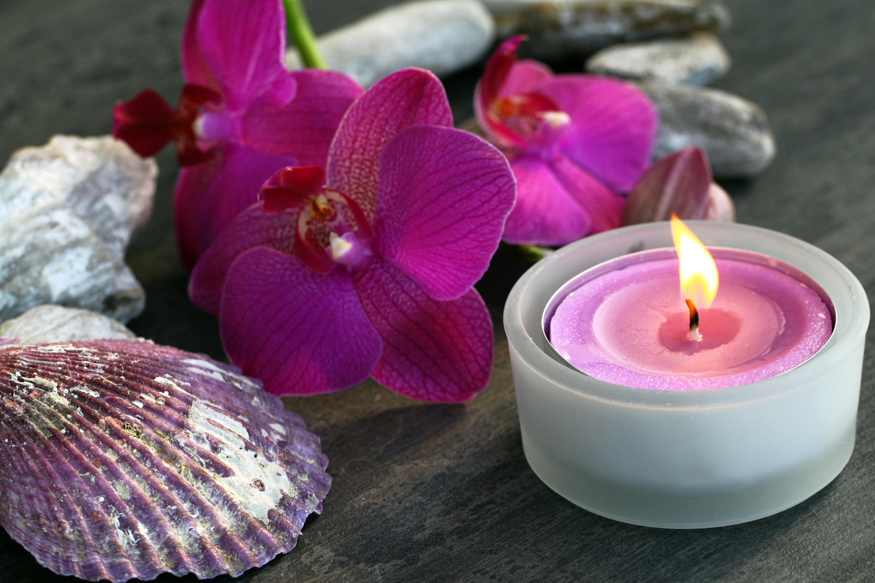 Kerze und Orchidee